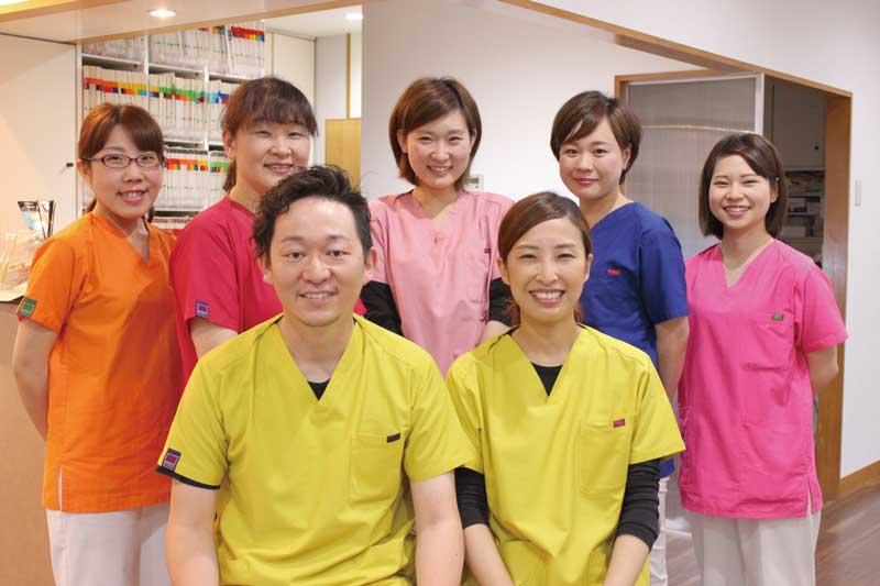 スタッフ全員が、歯ブラシのサイズや生活習慣など患者一人ひとりの情報の把握を心がけ、かつきめ細やかなフォローを目指している