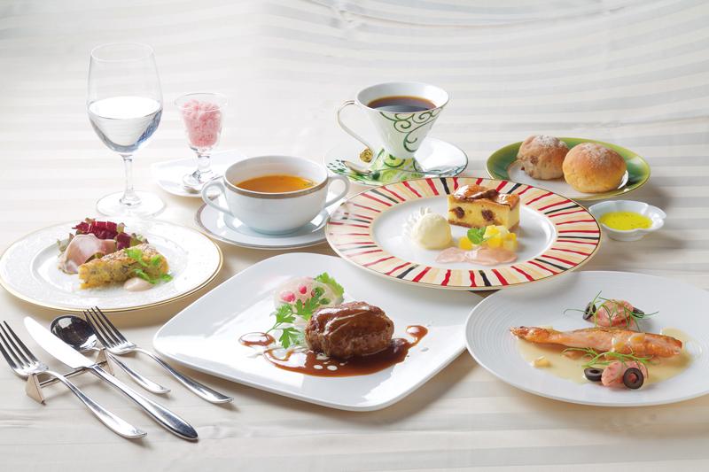 その日に仕入れた食材を使ったコースは、全8品で旬の味を楽しめる。※写真は9月のメニュー