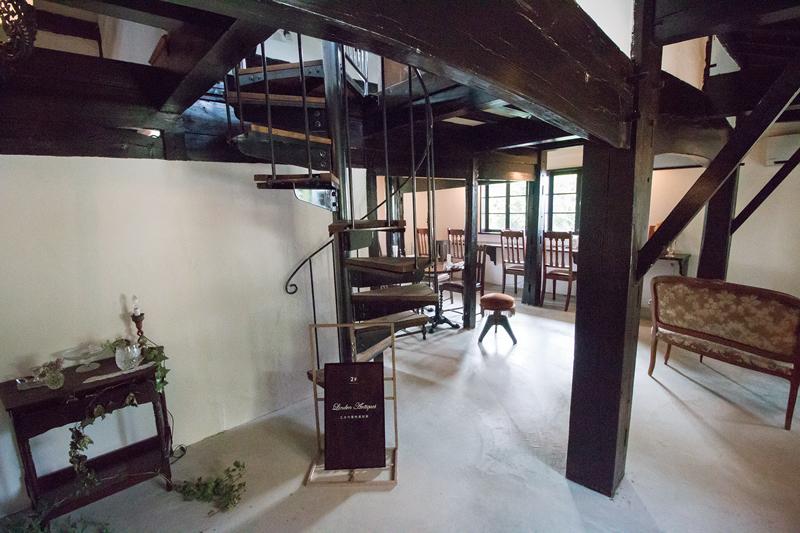 1階のカフェスペースではワッフルランチや和紅茶などを楽しめる
